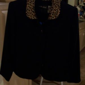 SAG HARBOR PETITE BLACK JACKET 8 ANIMAL PRINT